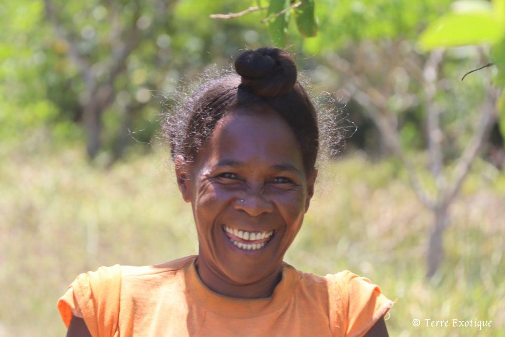 Portrait cueilleuse Malgache - Terre Exotique